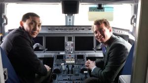 Нарын Игилик и Артур Уиллиамс в кабине пилотов авиалайнера во время съемки корпоративного видео для Embraer E2 Incredible Journeys - Episode 5 | Казахстан